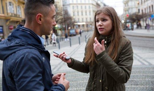 Молоденький пикапер пригласил незнакомку в гости и отымел ее в киску