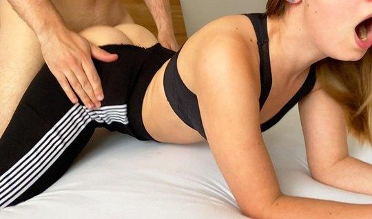 Парень на видео камеру снимает домашнее порно с молодой подругой