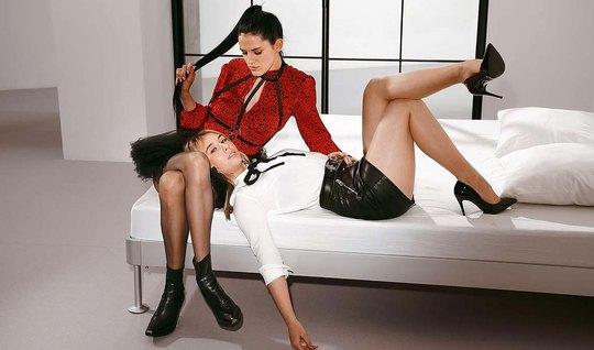 Одна подружка в колготках подарила лесбиянке любовнице страпон и фут ф...