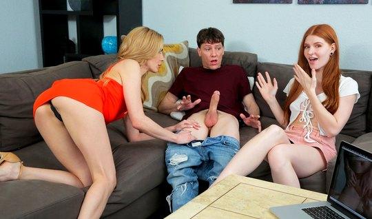Рыжая дочка и ее блондинка мамочка подарили парню групповой секс с орг...