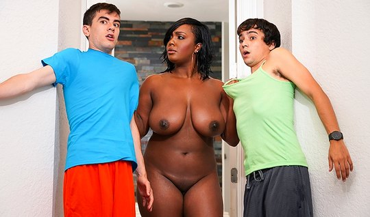 Зрелая мулатка в порно, раздел алкашку видео