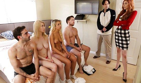 Свингеры устроили в спальне настоящее групповое порно...