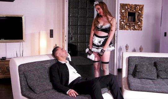 Жопастая брюнетка в образе служанки трахается с любовником в позе наез...