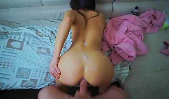 Молодая похотливая пара снимает домашнее анальное порно перед сном на ...