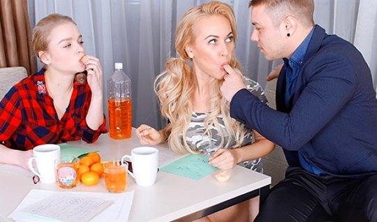 Русский Николас предложил Калибри и грудастой блондинке заняться анало...