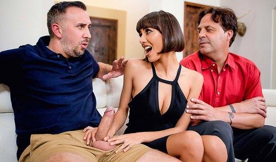 Кейран Ли в гостях у друга отодрал раком его сисястую жену на домашнем...
