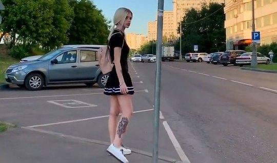 Пикапер снял русскую блондинку на улице и получил от нее минет и оргаз...