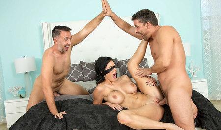 Грудастая красотка наслаждается членом мужа и его дружка...