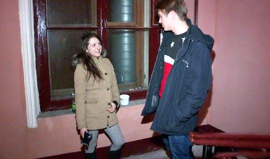 Пикапер привел домой русскую давалку и трахнул ее на камеру...