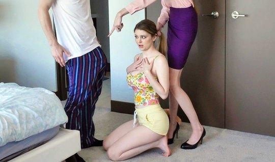 Жена и ее молодая сестра трусят большими дойками перед членом мужа...