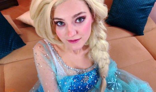 Русская девушка в новогоднем костюме занимается сексом от первого лица...