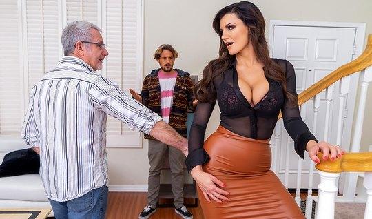 Мамка изменяет своему мужу с его молодым и горячим пасынком...