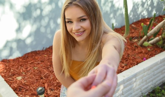 Молодая блондинка во время пикапа не отказалась от секса от первого ли...