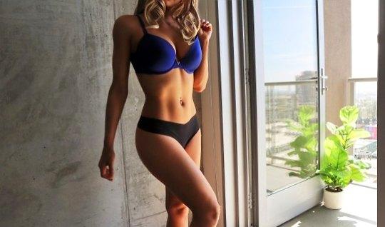 Сексуальная подружка обожает домашний секс и в позе раком трахается с ...