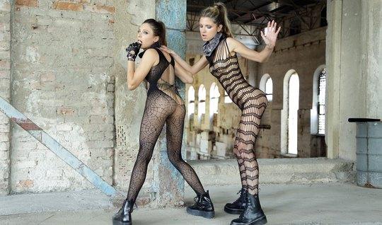 Лесбиянки в чулках затрахали друг друга нежными пальчиками и языками...