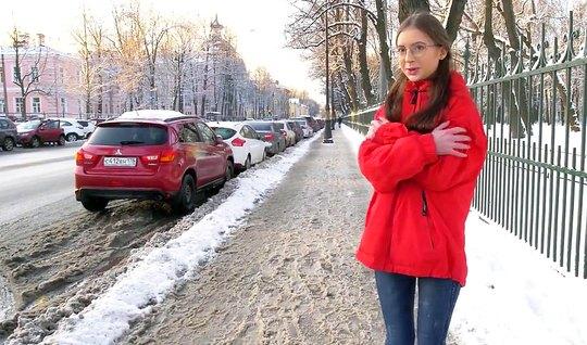 Русская девушка повелась на пикап и трахнулась с парнем у него дома