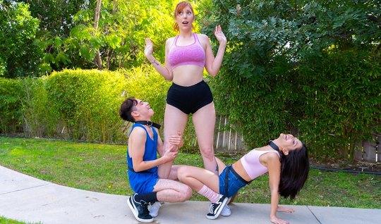 Мамочка и ее дочка соблазнили одного парня на реальное групповое порно...