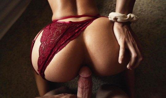 Муж дома снимает секс-видео, как женушка с огромной жопкой в бордовом ...