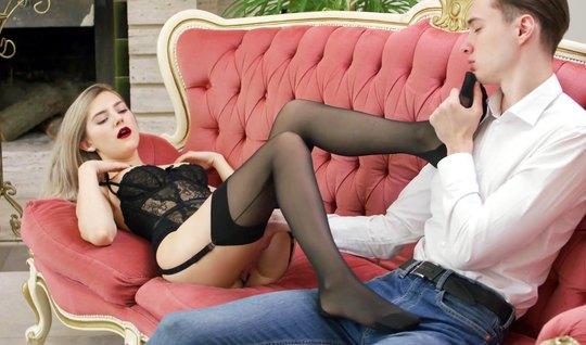 Премиум девушка из России в чулках обожает ебаться с худым чуваком на ...