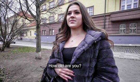 Пикапер снял молодую телку и запечатлел с ней секс от первого лица...
