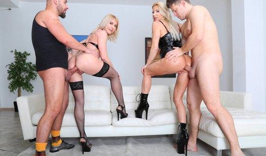 Две блондинки приняли участие в групповом сексе с двойным проникновени...