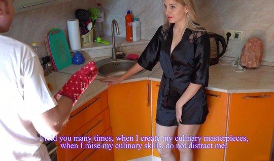 Русская жена наслаждается изменой с молодым человеком и сладко кончает