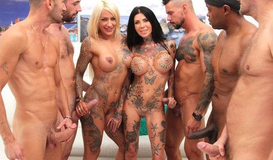 Татуированные девки приехали в мотоклуб за жаркой групповушкой с качка...