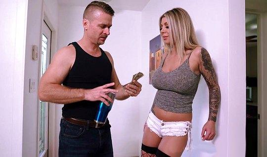 Блондинка с огромными дойками течет от домашнего траха со своим мужем